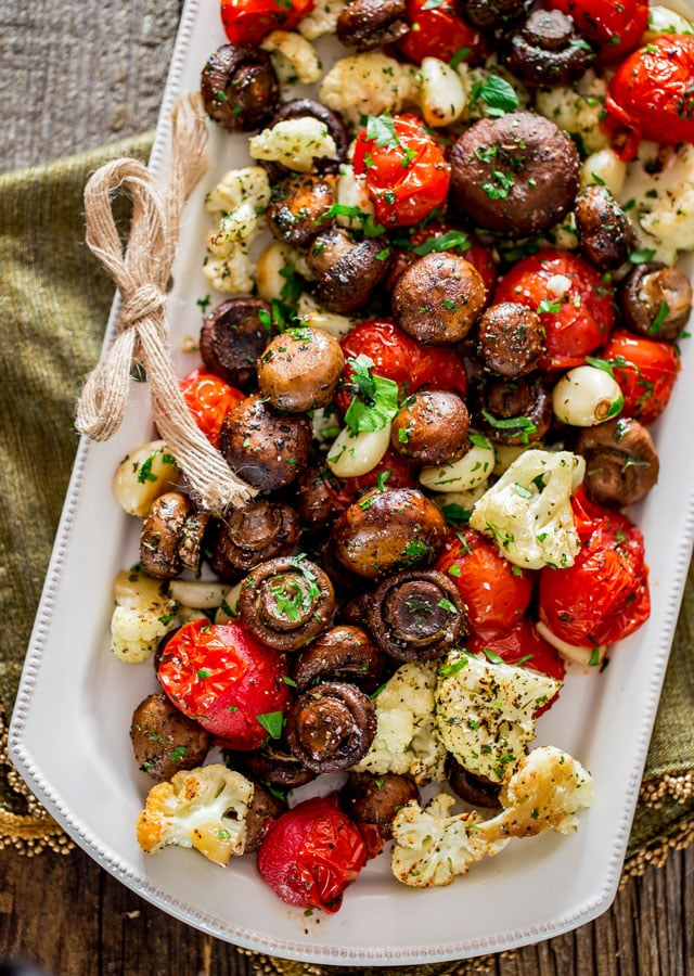 Recipes for a Healthy & Festive Christmas Dinner || Italian Roasted Mushrooms and Veggies | SkinOwl.com